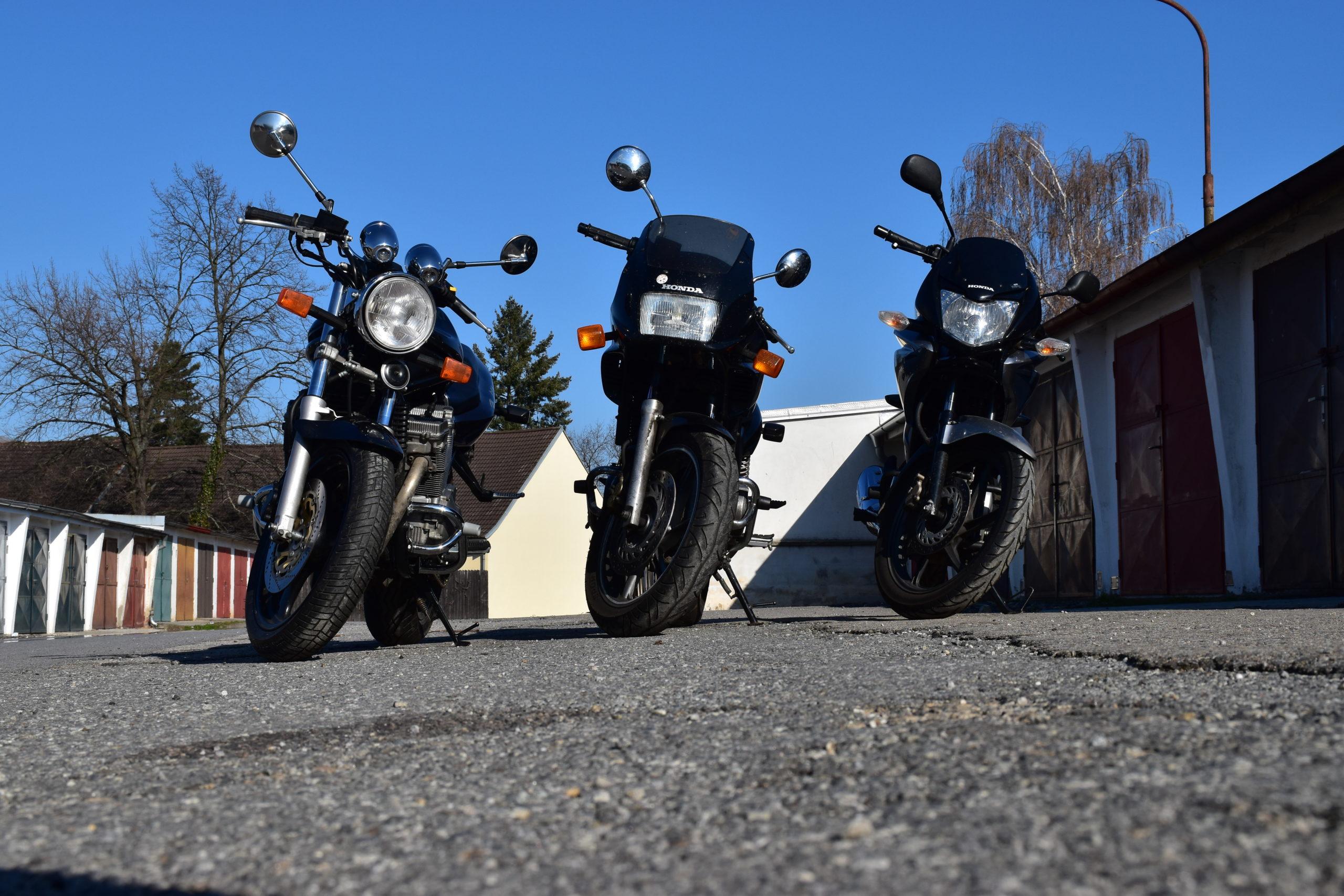 Výukové motocykly Honda a Suzuki